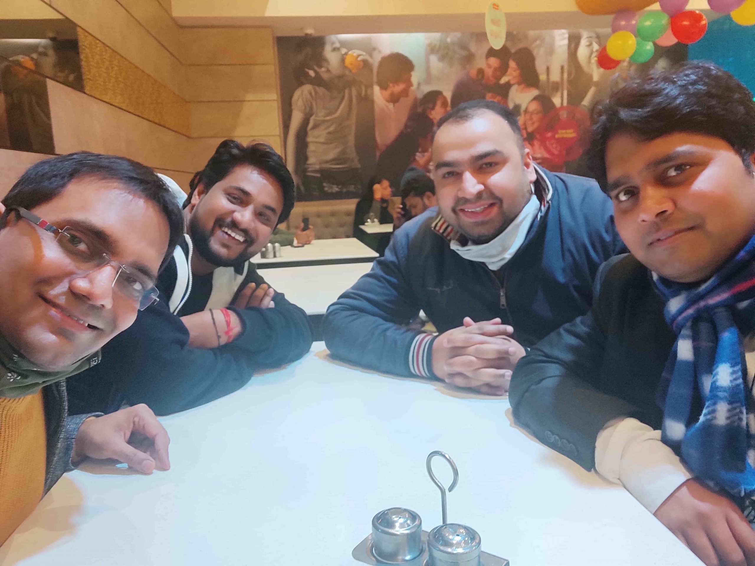 enjoying-dinner-2-become-lic-agent-delhi